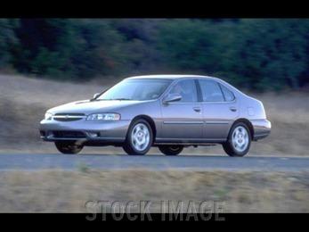 Photo of 2000 Nissan Altima Arlington Heights Illinois